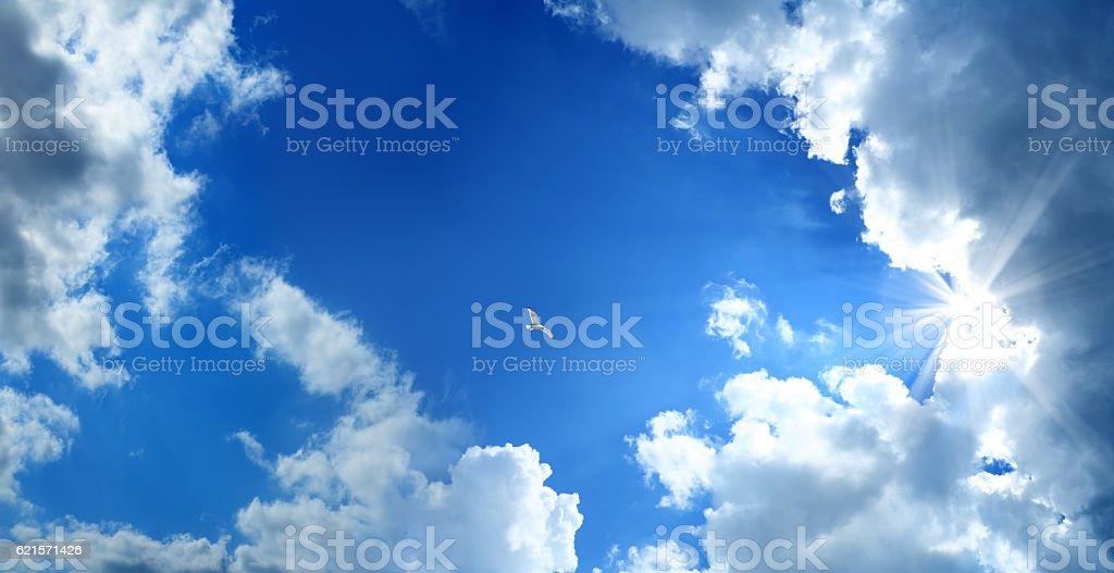 Nuages et Rayon de soleil photo libre de droits