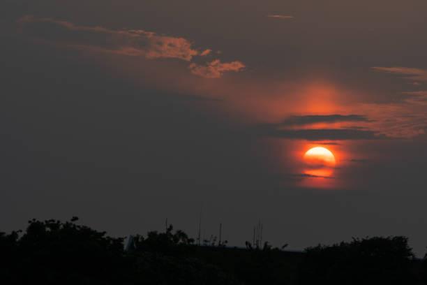 Wolken und Sonnenuntergang – Foto