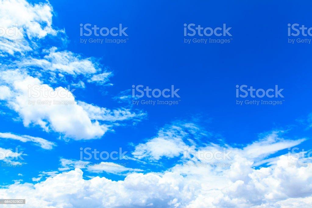 Nuages dans le ciel bleu photo libre de droits