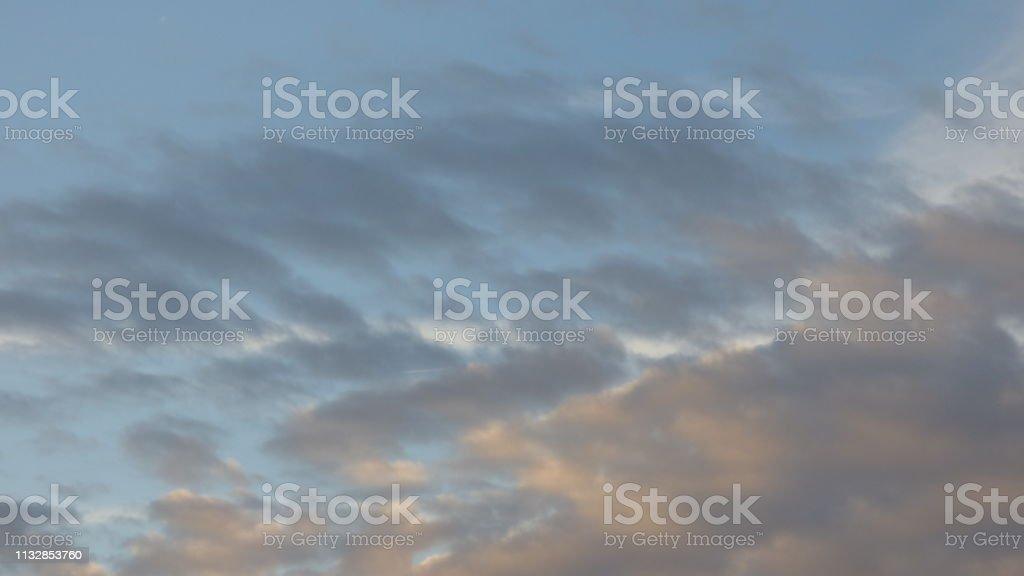 0707 Wolken am dramatischen Himmel – Foto