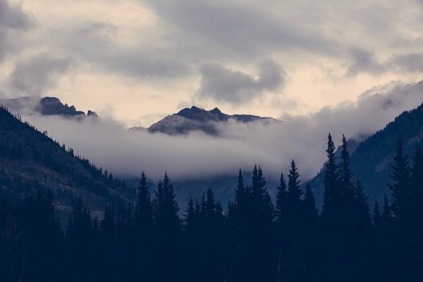 Nuages dans les montagnes Rocheuses - Photo