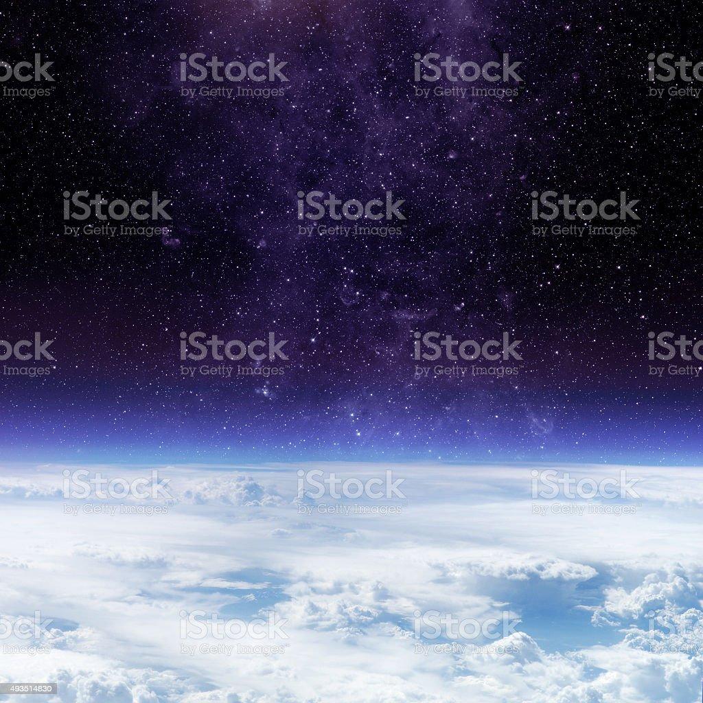 90716d1a8 Photo libre de droit de Nuages De Terre Planète Et Étoiles banque d ...