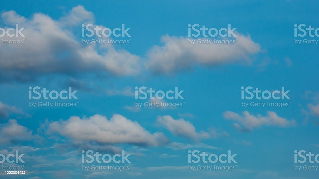 Wolken am Himmel am Abend – Foto