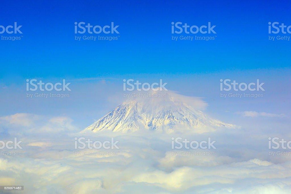 Wolken am rock (Vulkan), Halbinsel Kamtschatka, Russland – Foto