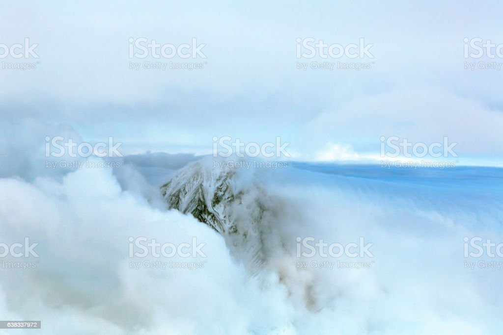 Clouds on the rock. – Foto