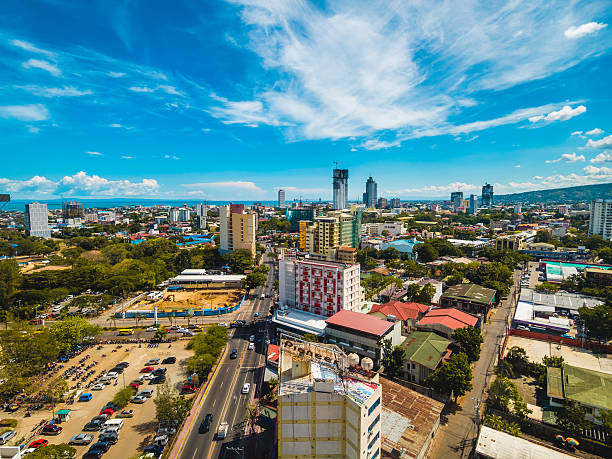 clouds over cebu city - cebu stockfoto's en -beelden