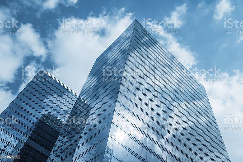 Wolken spiegelt sich in modernen Büro-Gebäude, Brüssel, Belgien – Foto