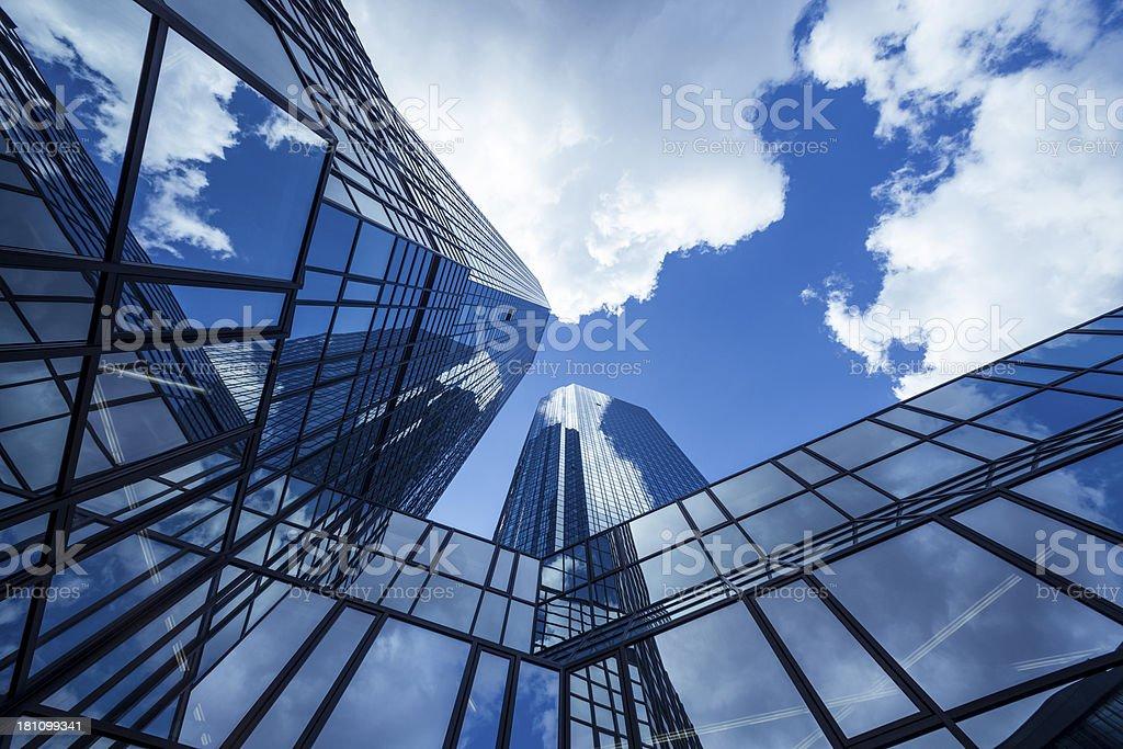 Wolken spiegelt sich in modernen Bürogebäude, Frankfurt/Main, Deutschland – Foto