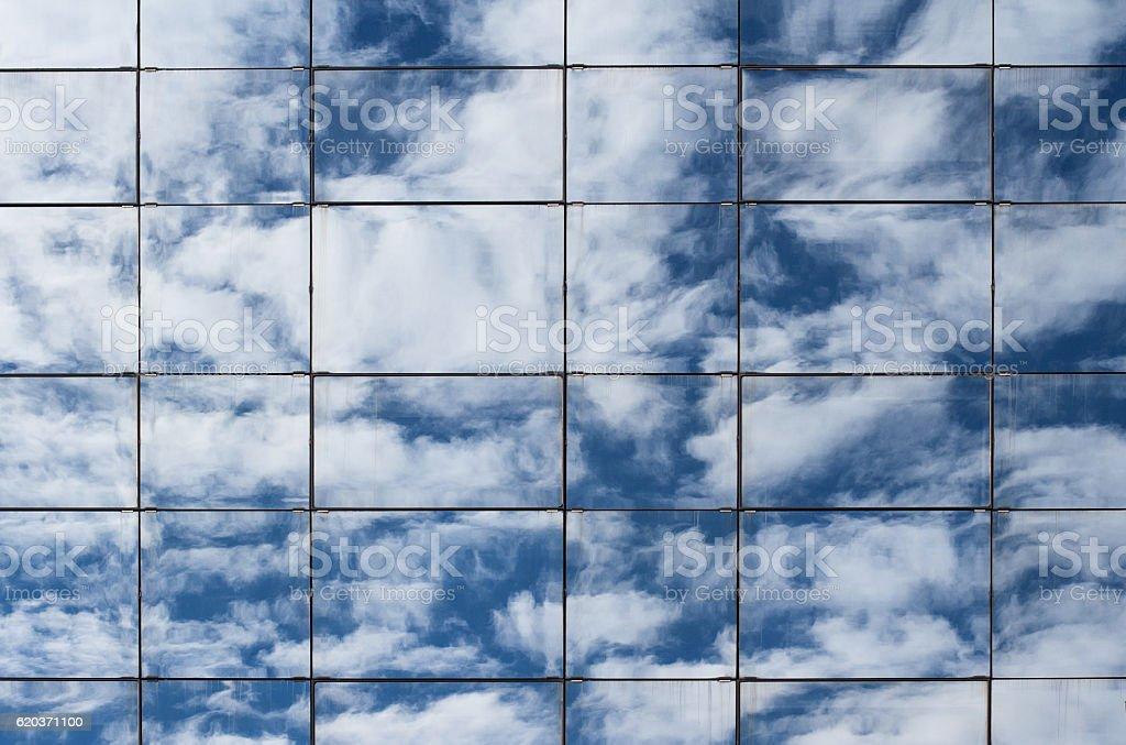 Clouds reflected in skyscraper windows foto de stock royalty-free