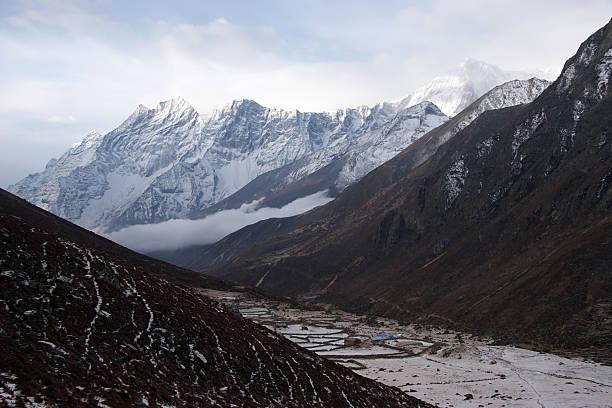 바다 위로 떠오르는 마운틴 밸리, Himalaya, 네팔 스톡 사진