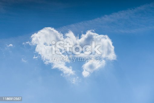 479184640istockphoto Cloudscape. Blue sky and white heart shaped cloud. Sunny day. 1186912557