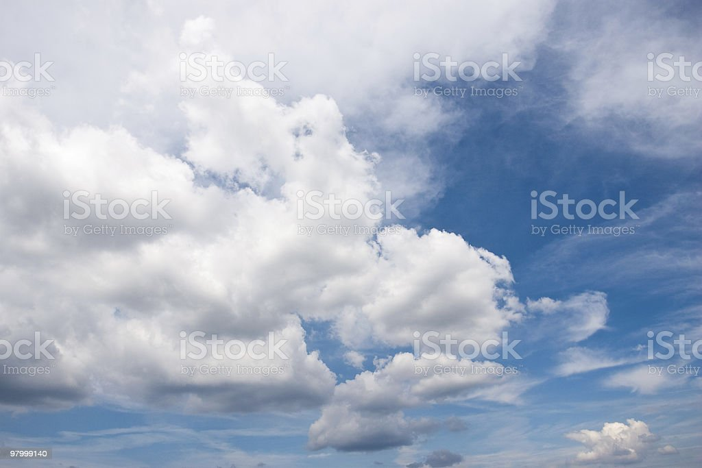 cloudscape blue sky white clouds background bright clear crisp sunshine royalty free stockfoto