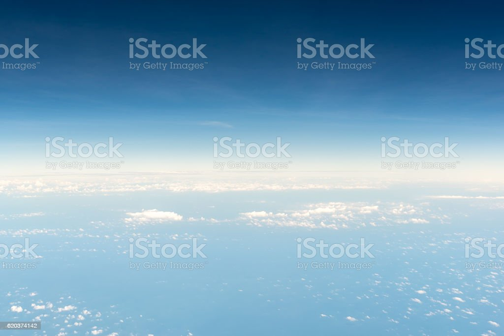 Cloudscape skyline view above white clouds from airplane foto de stock royalty-free