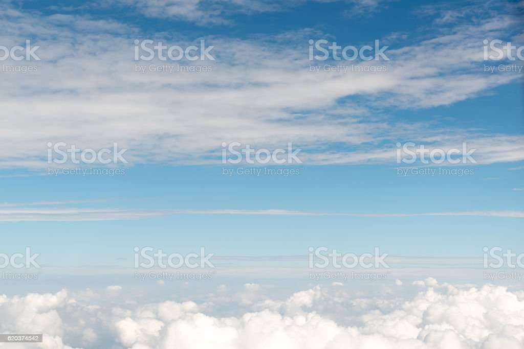 Cloudscape view above white clouds and blue sky from airplane foto de stock royalty-free