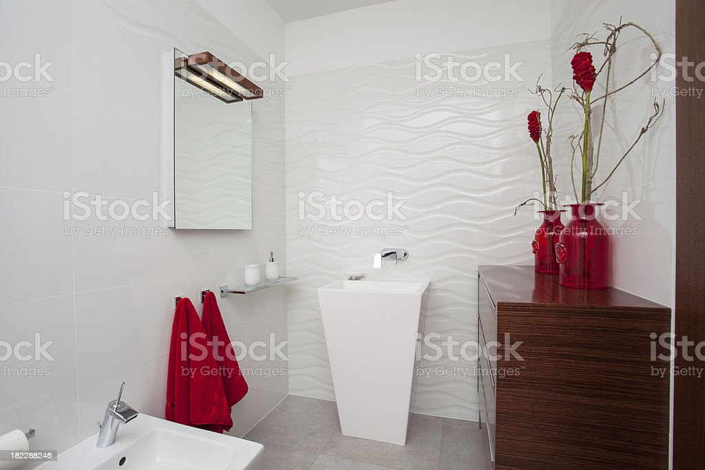 Cloudy home - white bathroom with red decoration