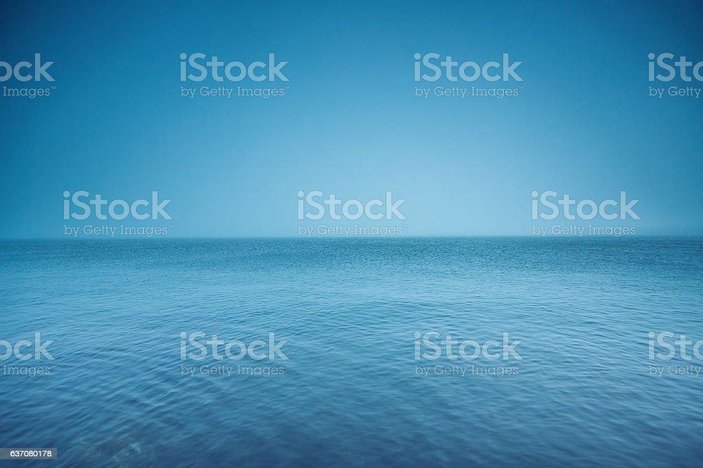 Cloudy horizon. Fog over the sea waves, natural background - foto de stock