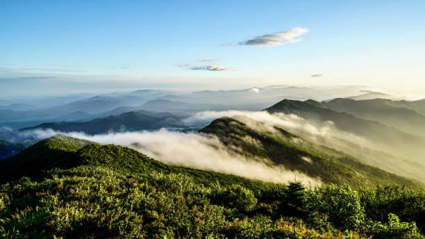 vd703 een bewolkte ochtend piek - korea stockfoto's en -beelden