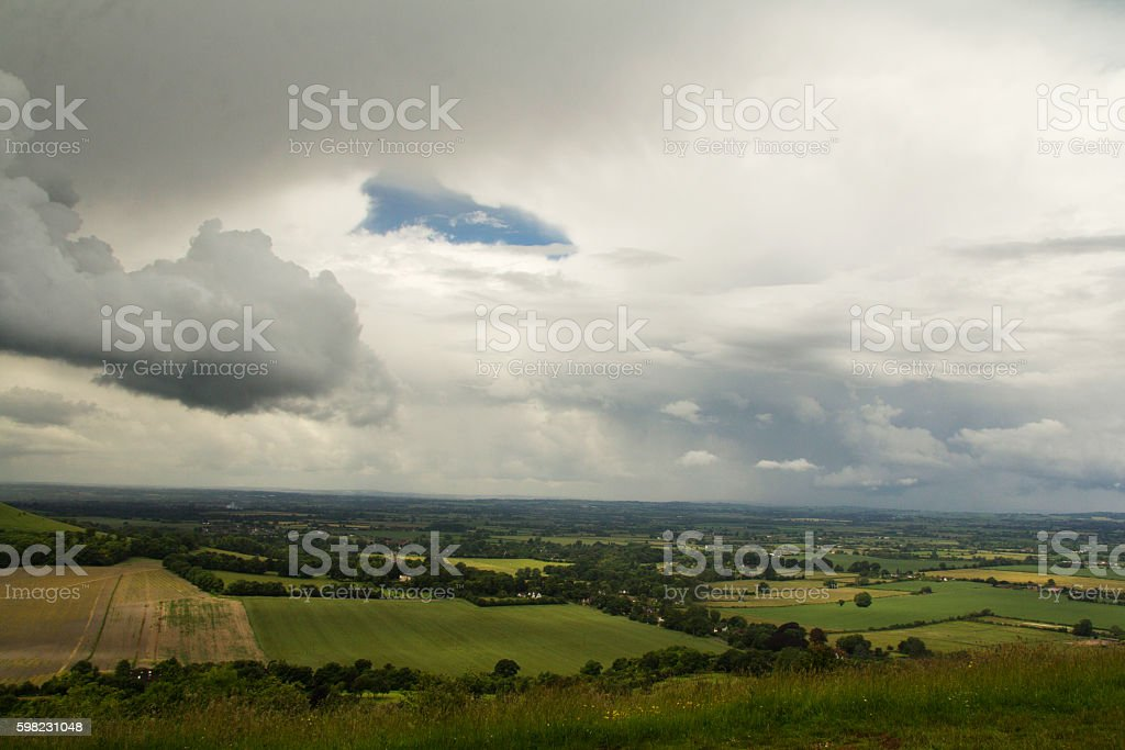 Cloudy view over the Chilterns in Buckinghamshire foto royalty-free