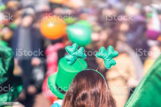 Yonca Kız Yakın Çekim Başkanı Baş Süs Aziz Patrick Günü Kentin Selectriv Odak Içinde Geçit Töreni Stok Fotoğraflar & 3 Rakamı'nin Daha Fazla Resimleri