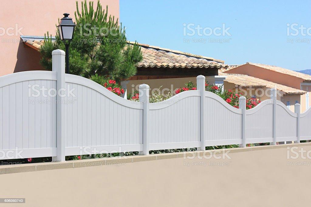 Clôture de jardin en PVC stock photo