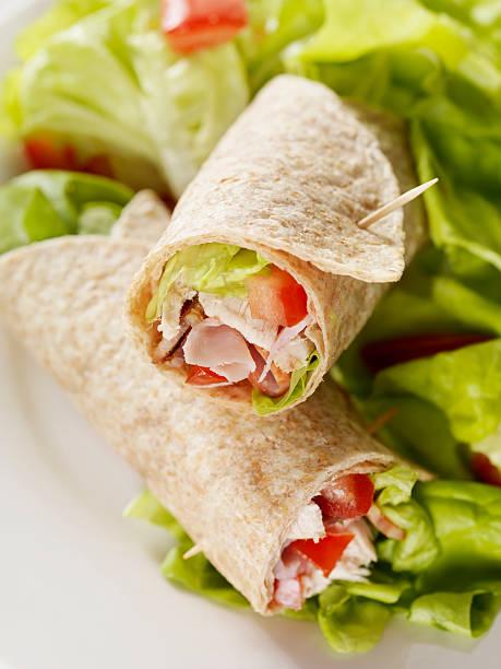 club-sandwich mit salat packung - veggie wraps stock-fotos und bilder