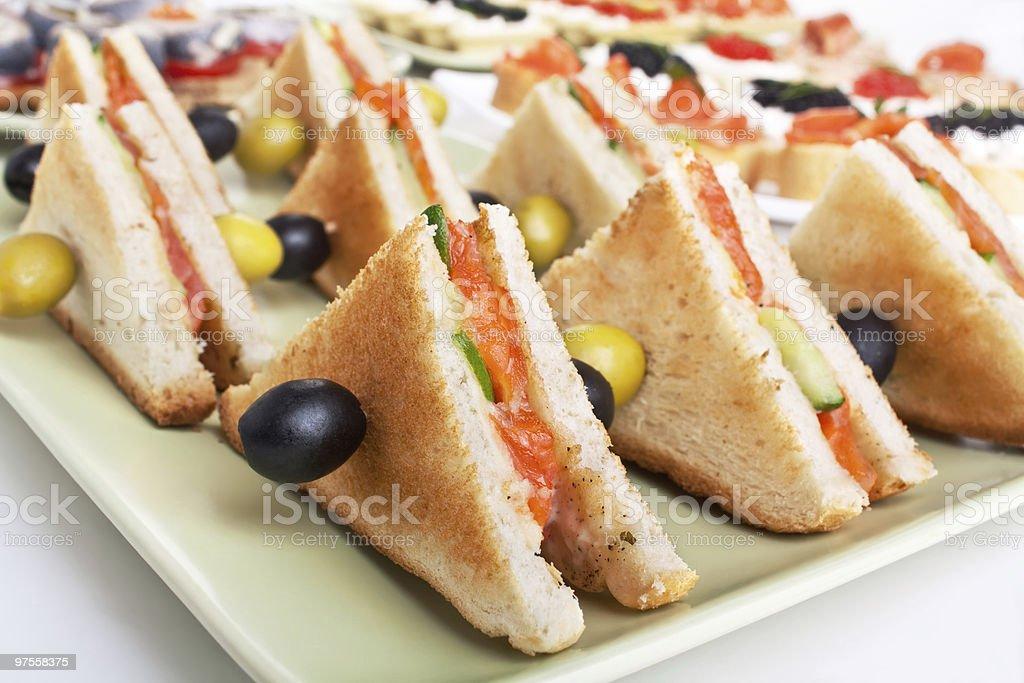 Des sandwichs club au saumon photo libre de droits