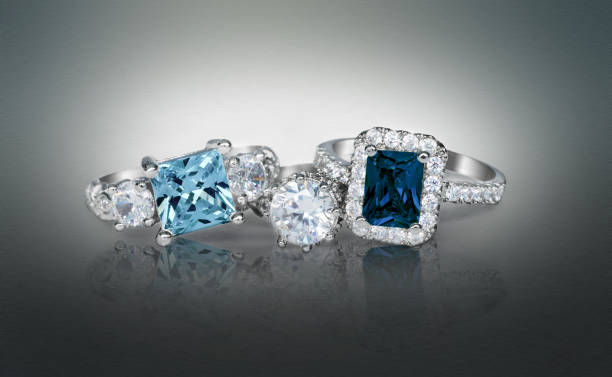 cluster stack of multiple blue diamond sapphire wedding engagement rings in a group - anello gioiello foto e immagini stock
