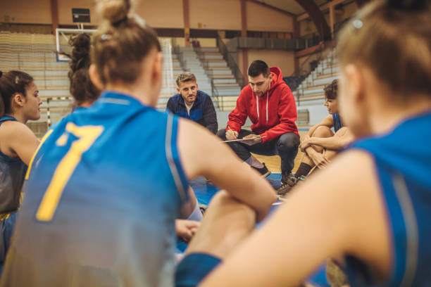 Coach talking to players - foto stock