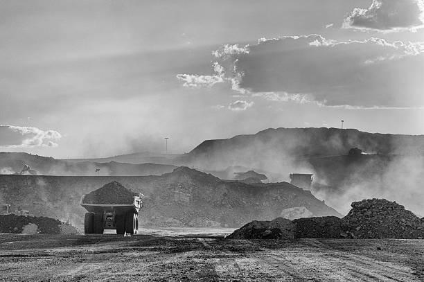 Coal Mining Truck auf Strecke Road – Foto