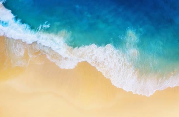 costa como fondo de la vista superior. fondo de agua turquesa desde la vista superior. verano marino desde el aire. isla de nusa penida, indonesia. viaje-imagen - playa fotografías e imágenes de stock