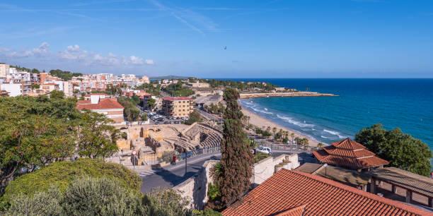 Küste von Tarragona am sonnigen Tag, Catalunya, Spanien. Kopierbereich für Text – Foto