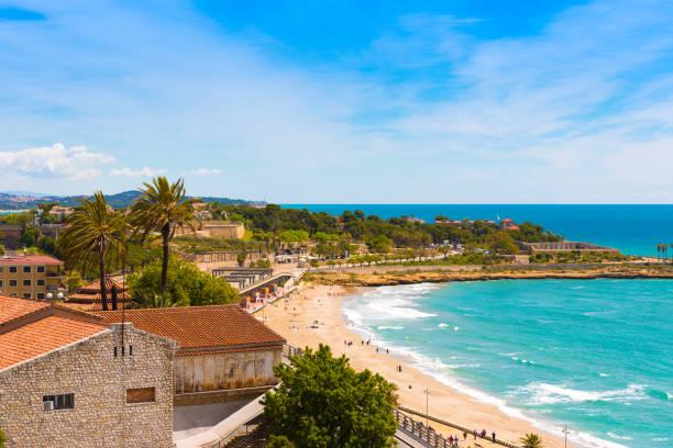 Küste von Tarragona im sonnigen Tag, Katalonien, Spanien. Kopieren Sie Raum. Platz für Text. Platz für Text kopieren – Foto