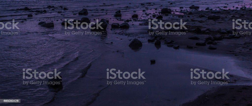 Küste des Meeres bei Nacht. Lizenzfreies stock-foto