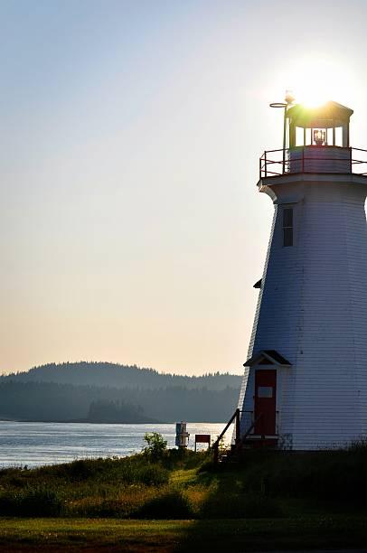 Leuchtturm an der Küste und den Sonnenuntergang – Foto