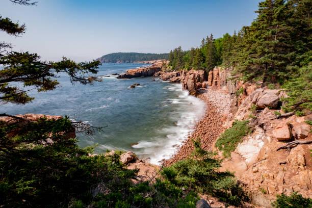 Küste von Mount Desert Island, Maine (USA) an einem schönen Sommertag. – Foto
