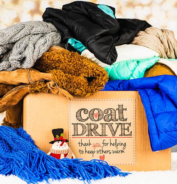 Cappotto Drive promozione. Collezione scatola piena di giacche e sciarpe - foto stock
