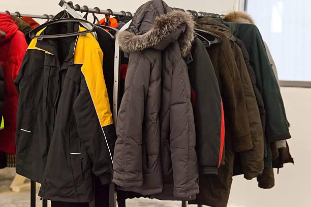 mantel rack - garderobenhaken stock-fotos und bilder
