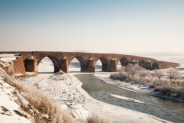 cobandede bridge erzurum turkey - erzurum stockfoto's en -beelden