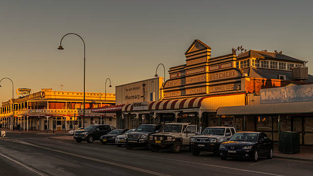 Cobar, Historic Shopfronts and Great Western Hotel (1898) at twilight​​​ foto