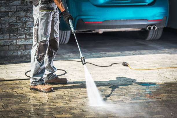cobble driveway washing - high pressure cleaning stock photos and pictures