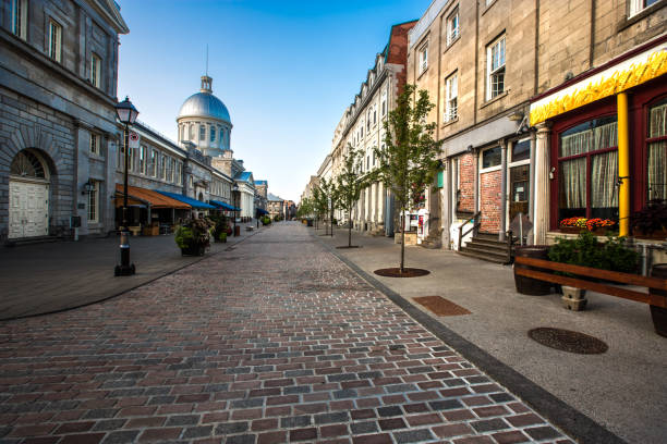 モントリオールの古い石畳のセントポール通り - 旧市街 ストックフォトと画像