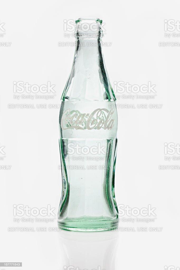 1970 contorno de botella de Coca Cola blanca aplicar la etiqueta de color. - foto de stock