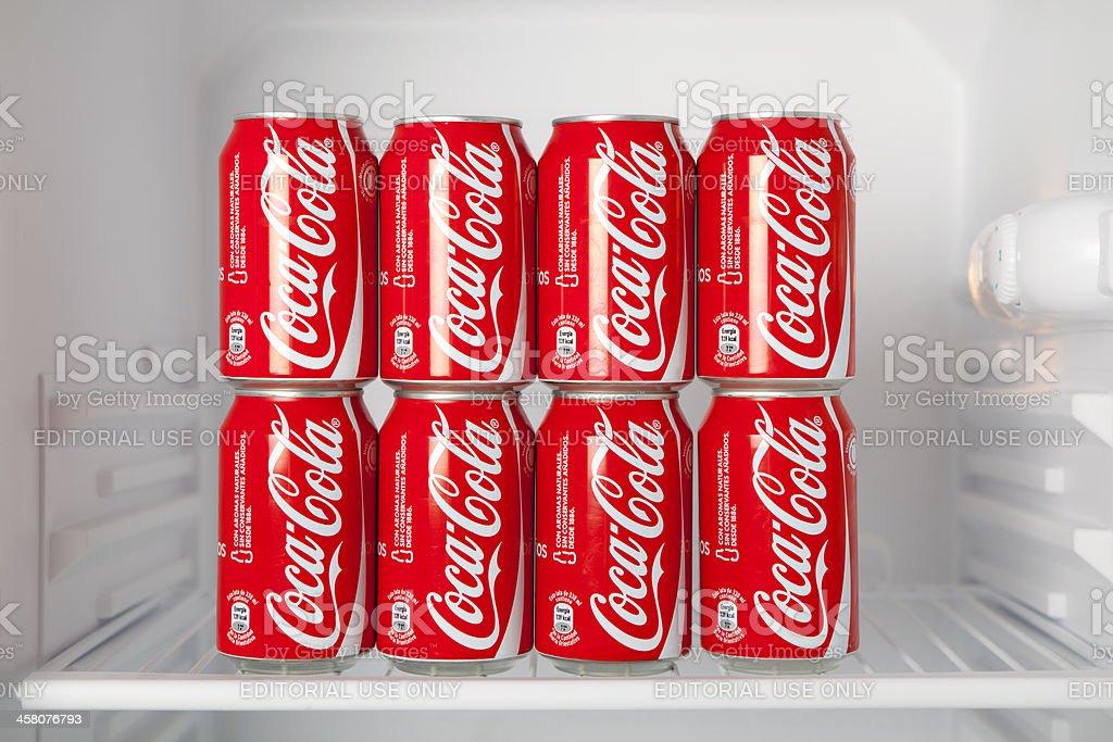 Kühlschrank Dosen : Dosen cocacola in kühlschrank stock fotografie und mehr bilder von