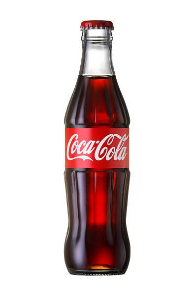 coca-cola classic in a glass bottle - cola stockfoto's en -beelden