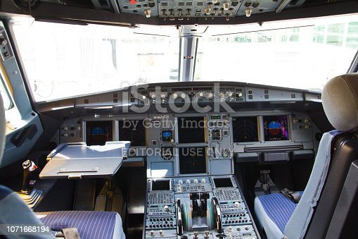 istock Cockpit of an Airbus A320 airliner 1071668194
