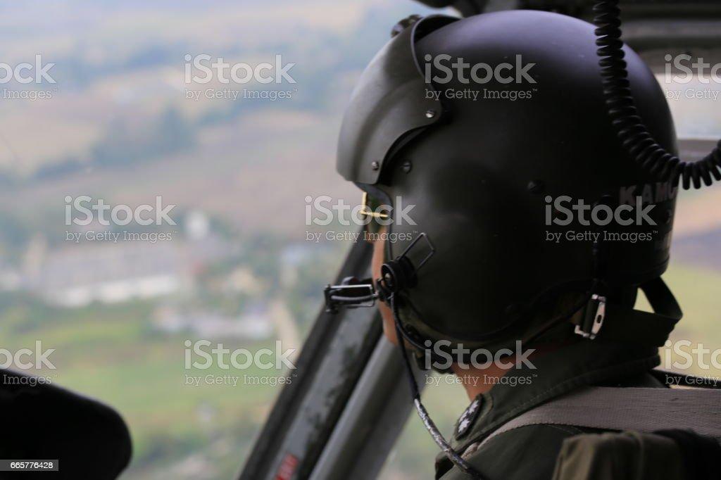 Cockpit-Ansicht-Hubschrauber-Pilot während des Fluges – Foto