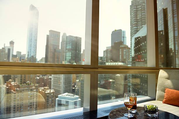 Coquetéis e cerveja, Manhattan, Nova Iorque. - foto de acervo