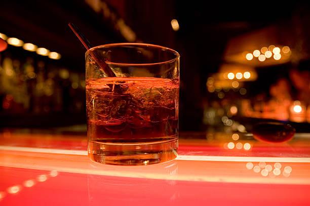 cocktail - neon partylebensmittel stock-fotos und bilder