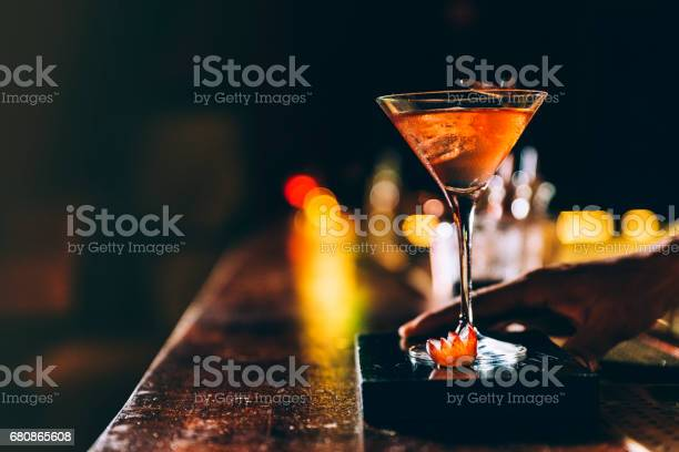 Cocktail drink on night club picture id680865608?b=1&k=6&m=680865608&s=612x612&h=za2ezwe8d0aneqovswn7a1gj9r75xh589qn zlwxfr8=