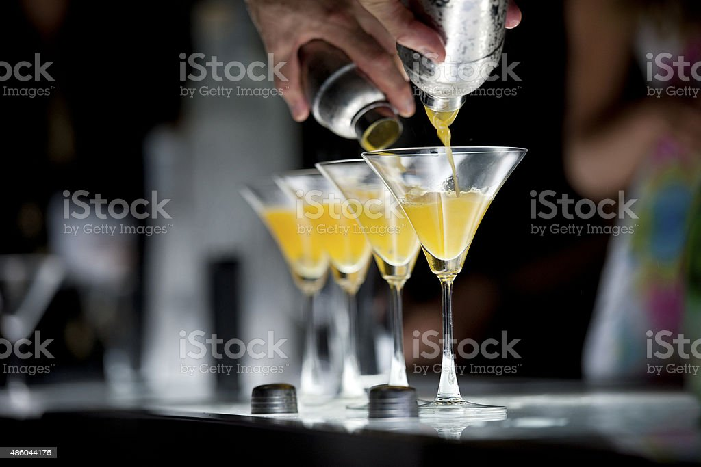 La hora del cóctel - Foto de stock de Cóctel - Bebida alcohólica libre de derechos